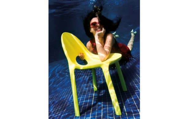 Infiniti Chair Drop unter Wasser