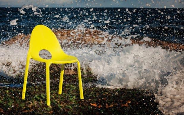 Infiniti Chair Drop am Wasser