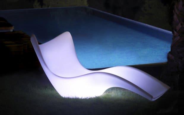Vondom Surf Tumbona Liege beleuchtet