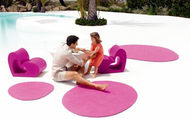 Vondom Agatha Outdoor Teppich pink mit Stuhl Tisch