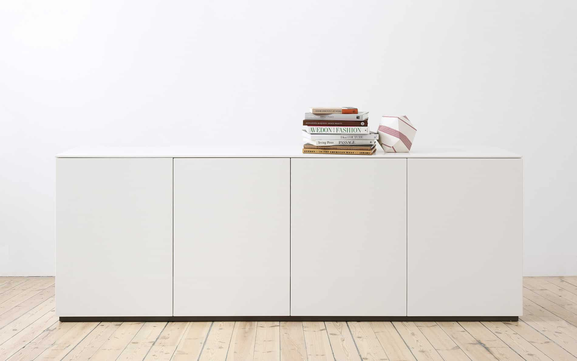 designer sideboard 240 cm breit mit 4 t ren. Black Bedroom Furniture Sets. Home Design Ideas