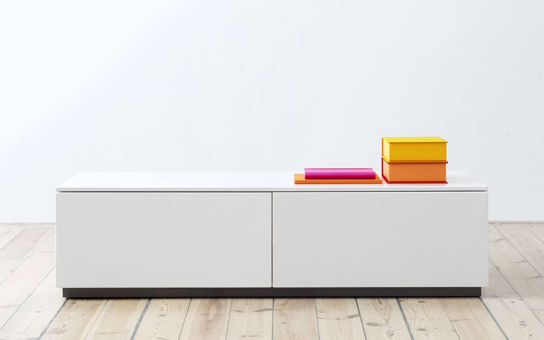 arctic lowboard mit zwei schiebet ren 180 cm. Black Bedroom Furniture Sets. Home Design Ideas