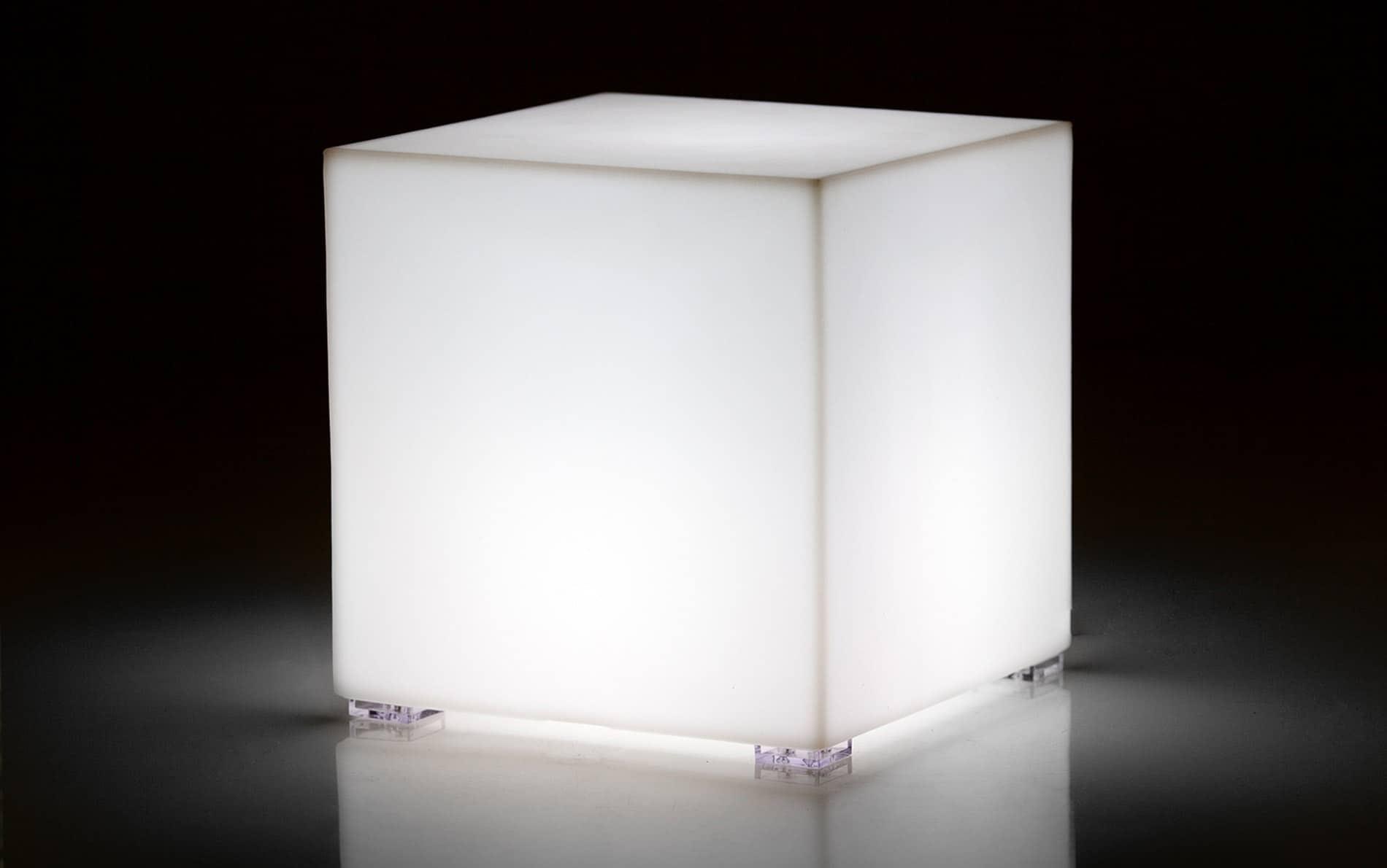 vondom kubik led beistelltisch hocker. Black Bedroom Furniture Sets. Home Design Ideas