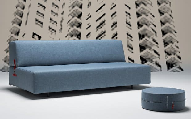 Innovation Schlafsofa Xerxes blaugrau Sitzposition Showroom