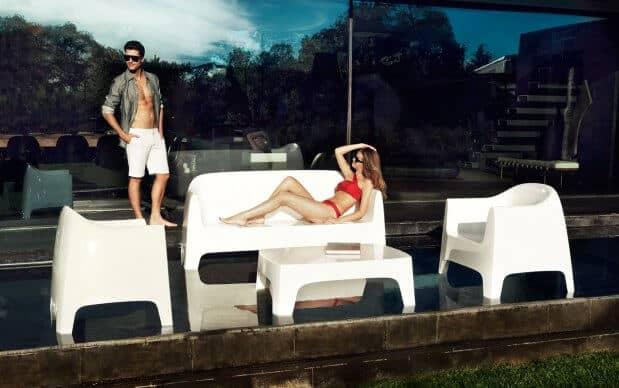 Solid Lounge Sessel (Vondom) weiß auf der Terrasse